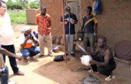 Projet Filets Sociaux Productifs: le Directeur des Opérations de la Banque Mondiale visite les ménages bénéficiaires du village de Madinin dans le Poro